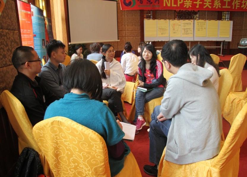 积极互动的小组学员