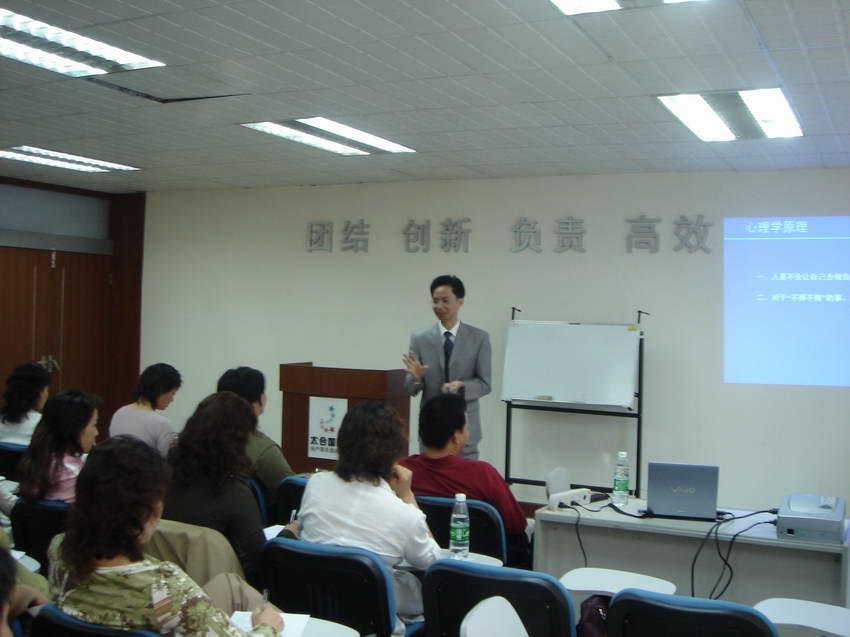 汇才教练技术同学邀请本院黄启团先生讲授《教练式管理》